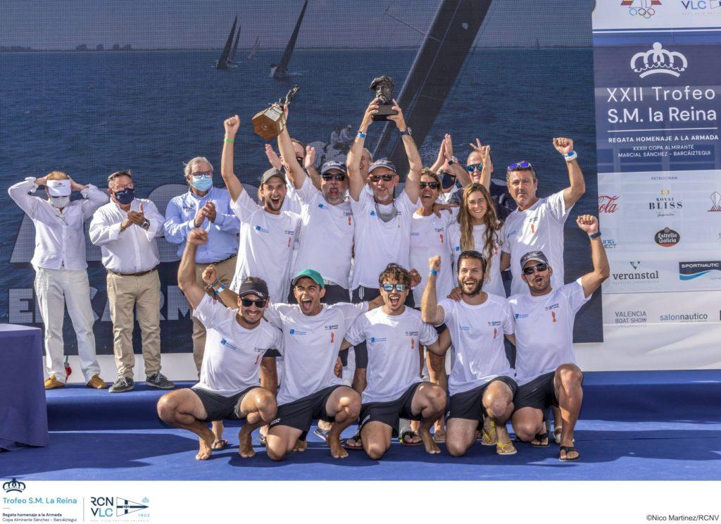 La dotación del Carmen Elite Sails recibiendo los trofeos